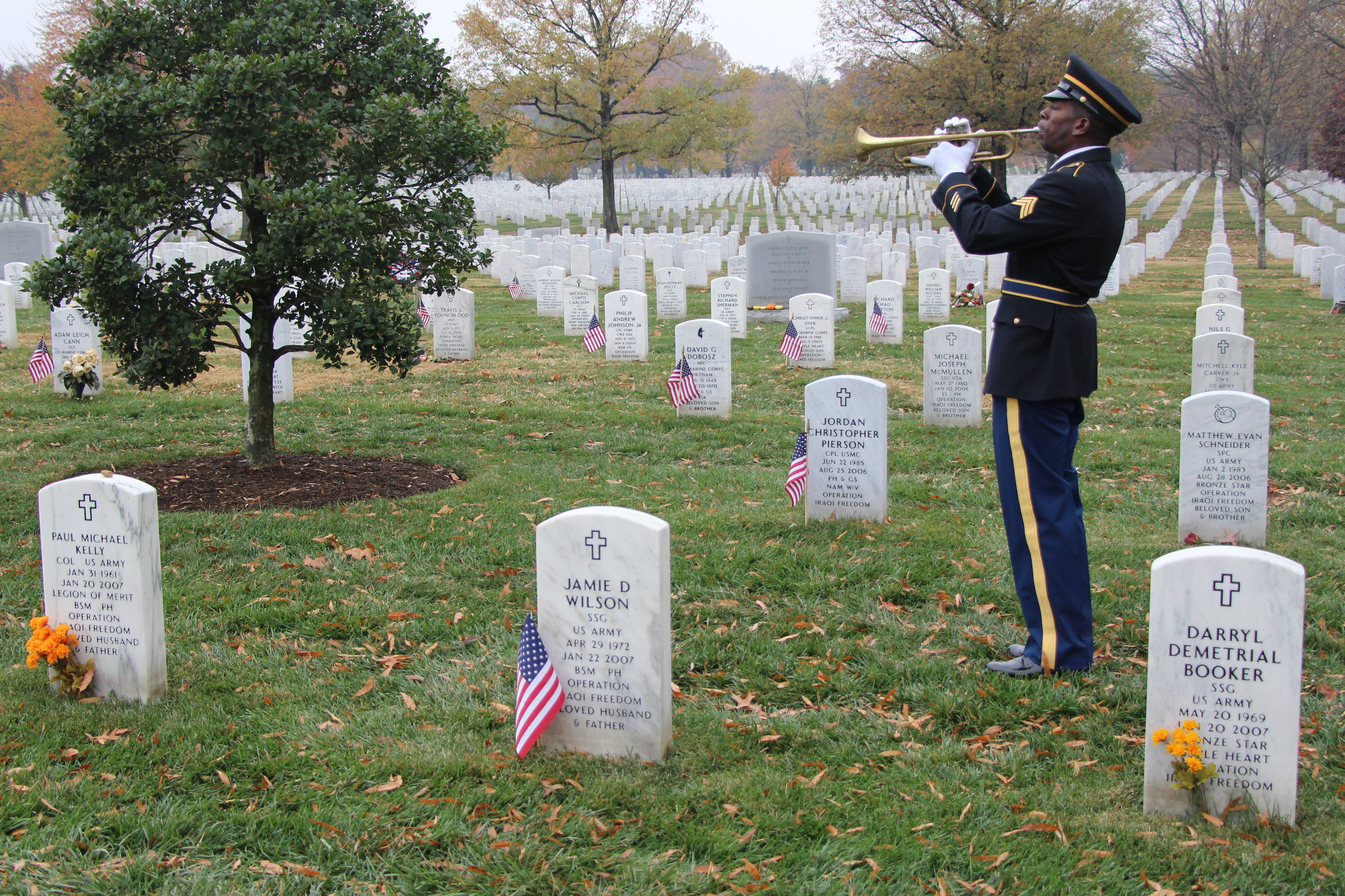 Soldier plays tribute to fallen comrades at Arlington National Cemetery